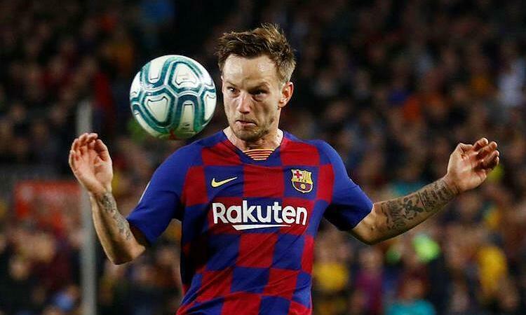 Rakitic không hài lòng với cách đối xử của Barca. Ảnh: Reuters.