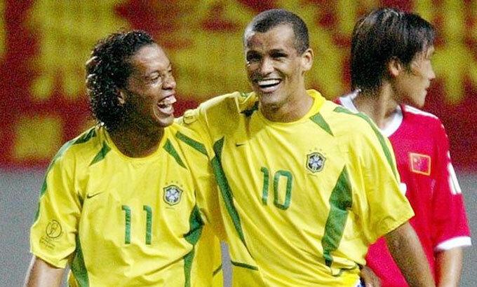 Tuyển Brazil 18 năm trước rất mạnh với một loạt ngôi sao: Rivaldo, Ronaldo, Ronaldinho, Carlos, Cafu.