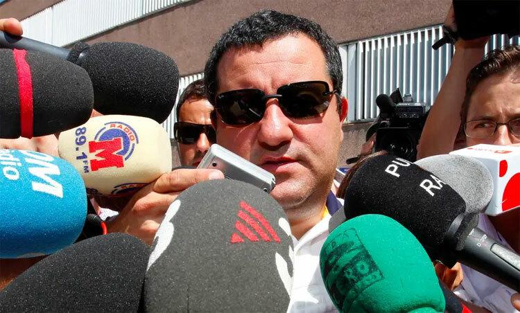 Raiola không cần vào sân thi đấu, chỉ đạo cũng trở thành nhân vật ảnh hưởng nhất bóng đá Hà Lan. Ảnh: Reuters.