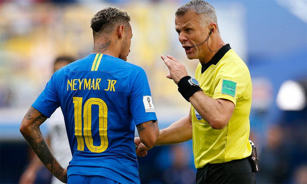 Neymar trong lúc đôi co với trọng tài Kuipers tại World Cup 2018. Ảnh: AD.nl.