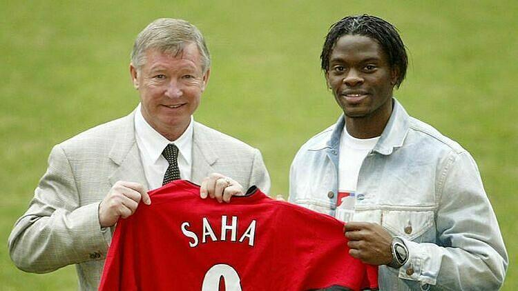 Saha (phải) là cầu thủ duy nhất Sir Alex phải hỏi ý học trò khi mua. Ảnh: Sky.