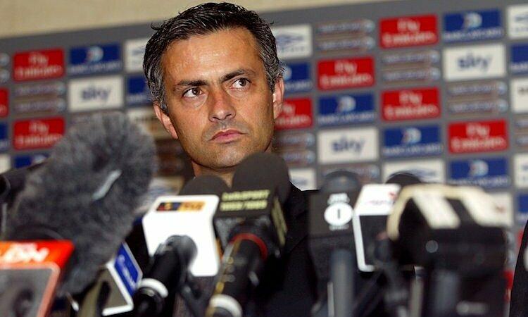 Mourinho từng được nhiều CLB lớn săn đón sau thành công ở Porto. Ảnh: Empics.