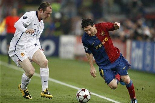 Rooney (trái) đánh giá cao Messi hơn cả. Ảnh: AP.