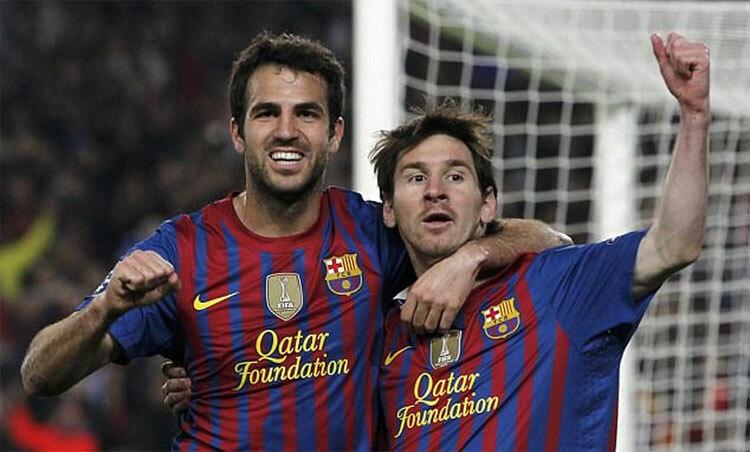 Fabregas và Messi cùng đi lên từ La Masia và có ba năm chơi cạnh nhau cho đội A Barca. Ảnh: Reuters.