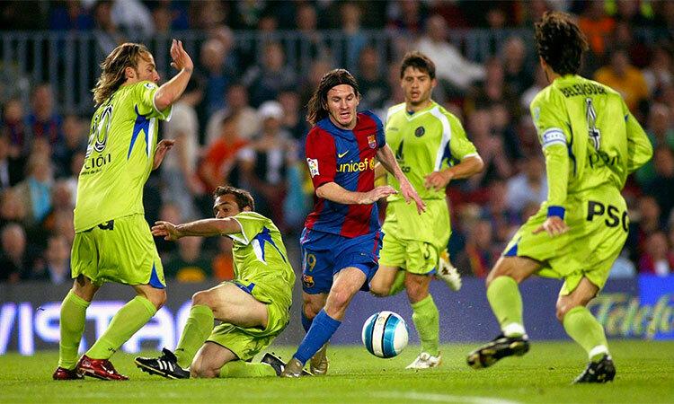 Barca dừng bước ở bán kết Cup Nhà Vua 2007, nhưng Messi thì có bàn thắng để đời.