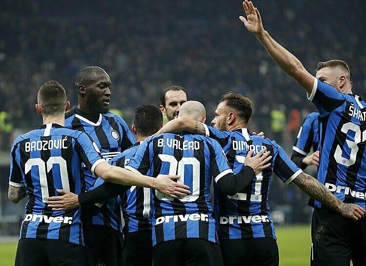 Lukaku (thứ hai từ trái sang) là cầu thủ ghi nhiều bàn nhất cho Inter mùa này. Ảnh: AP.
