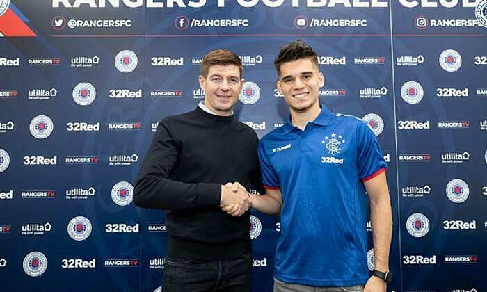 Hagi (phải) là trò cưng của HLV Steven Gerrard. Ảnh: DigiSport.