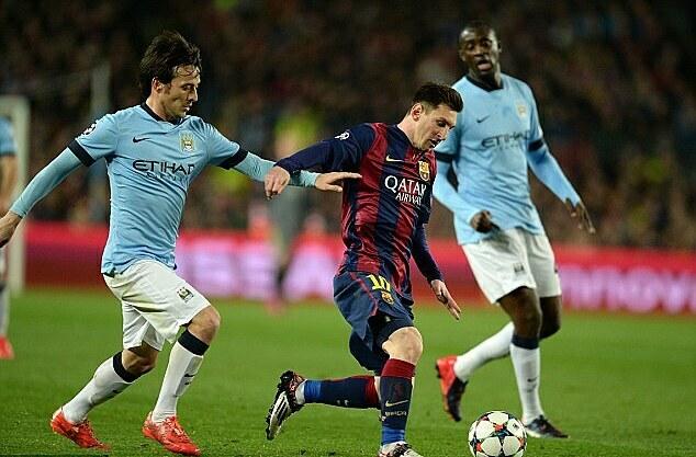 Messi (giữa) từng nhiều lần làm khổ Man City. Ảnh: Sportsmail.