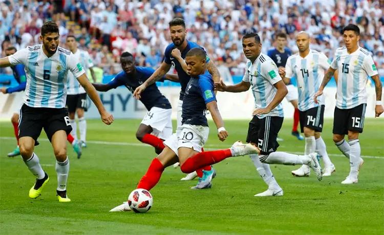 Chiến thắng 4-3 trước Argentina ở vòng 1/8, theo Lizarazu, là bước ngoặt quan trọng giúp Pháp vô địch World Cup 2018. Ảnh: Reuters.
