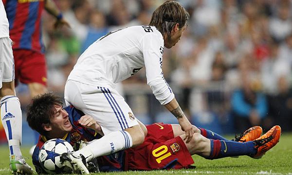 Messi (số 10) nhiều lần bị Pepe và Ramos triệt hạ trong các trận El Clasico. Ảnh: Agencies.
