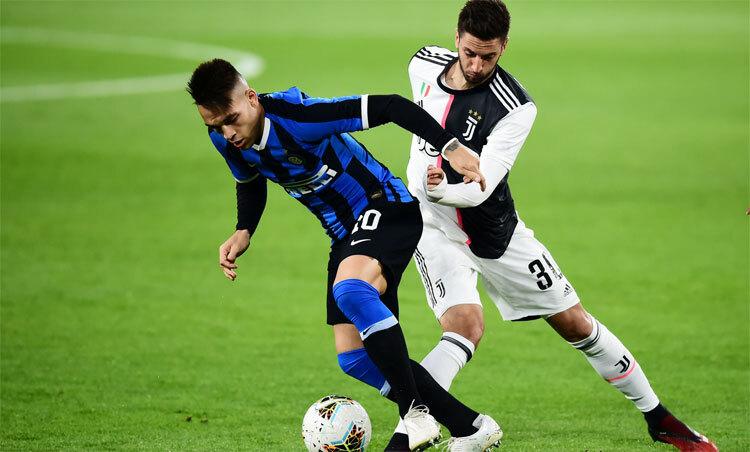 Serie A chuẩn bị trở lại chơi nốt 12 vòng cuối. Ảnh: Reuters.