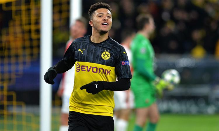 Sancho đang được Man Utd và Chelsea theo sát. Ảnh: Reuters.
