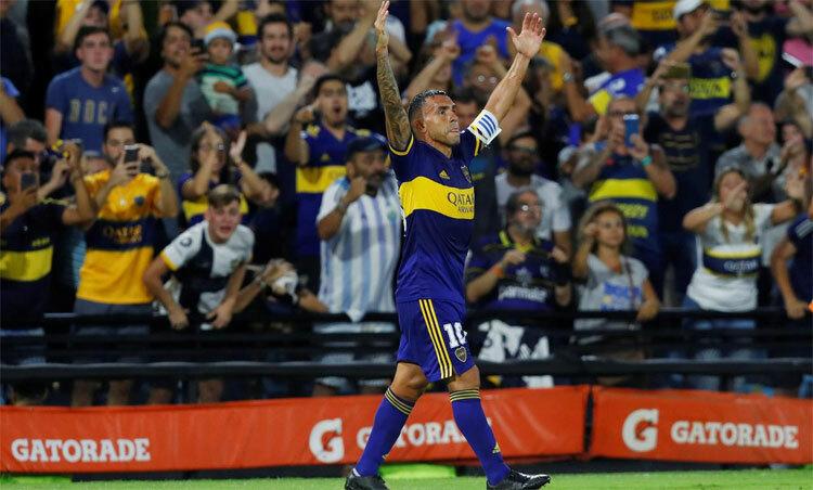 Tevez và đồng đội lên ngôi từ đầu tháng 3. Ảnh: Reuters.