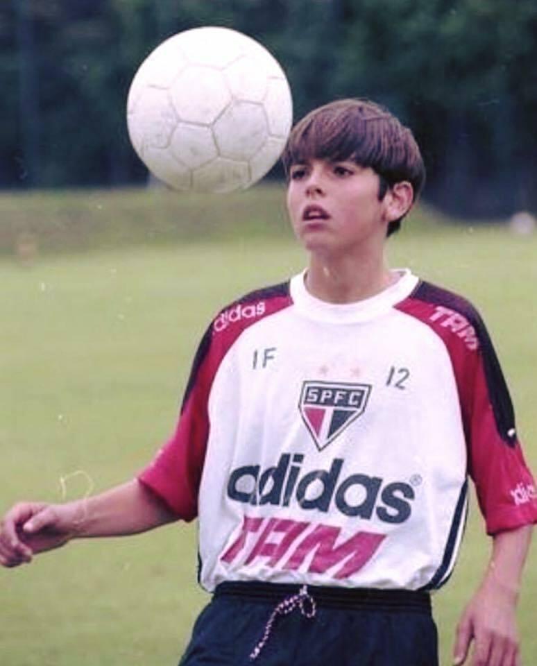 Chấn thương nặng ở lưng năm 18 tuổi không đánh gục được Kaka trong khát vọng vươn lên đỉnh cao cùng bóng đá.