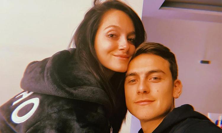 Dybala vẫn tỏ ra bình tĩnh, liên tục cập nhật cuộc sống cùng bạn gái trong thời gian cách ly điều trị Covid-19. Ảnh: Instagram.