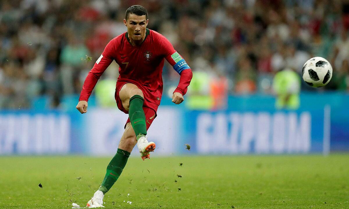 Ronaldo từng được coi là chân sút phạt đáng nể. Ảnh: Reuters.