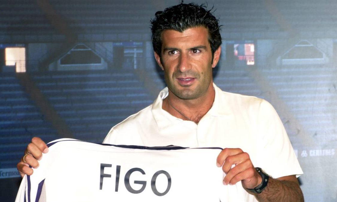 Figo ra mắt Real hồi tháng 7/2000. Ảnh: EFE.