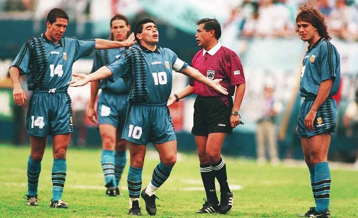 Maradona (số 10) tại World Cup 1994. Ảnh: TFT.