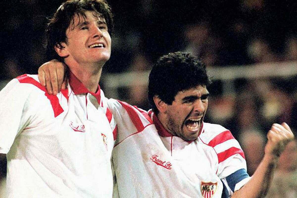 Suker (trái) và Maradona mừng bàn thắng. Ảnh: En24.