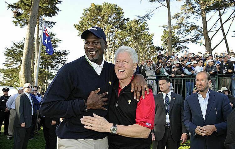 Jordan (trái) và Clinton thường xuyên chơi golf cùng nhau. Ảnh: PGA.