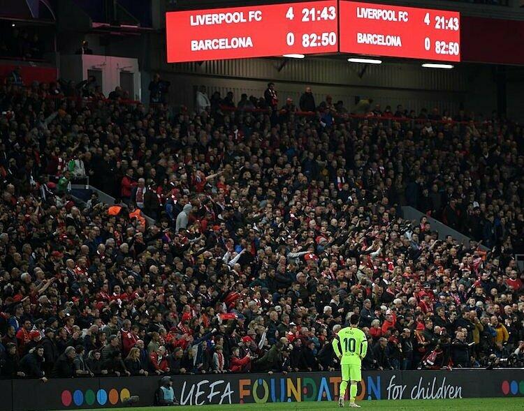 Trận thua tại Anfield được xem là một trong những thất bại cay đắng nhất trong lịch sử của Barca. Ảnh: Twitter.