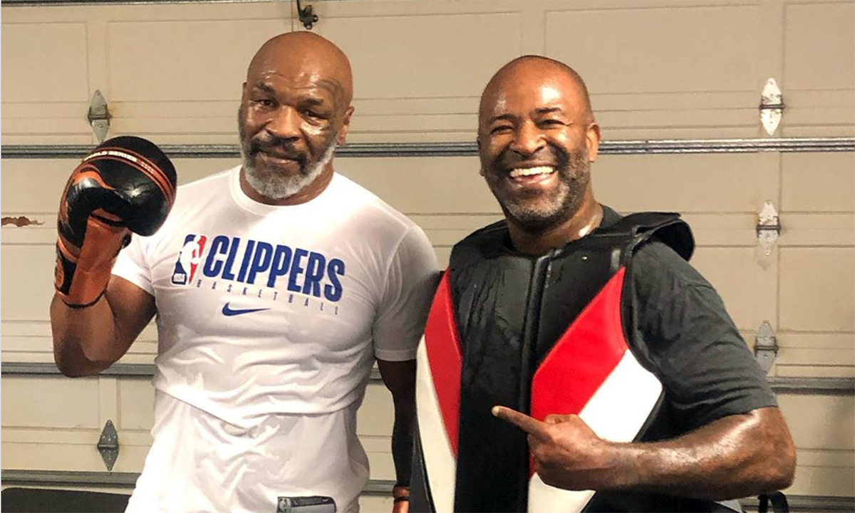 Mike Tyson (trái) bên cạnh HLV mới Cordeiro. Ảnh: Instagram.