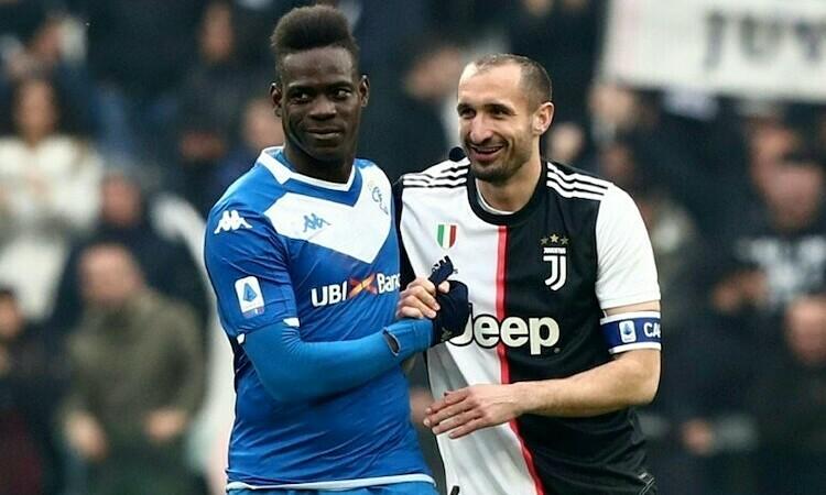 Balotelli đáp trả sau khi bị Chiellini chỉ trích. Ảnh: AFP.