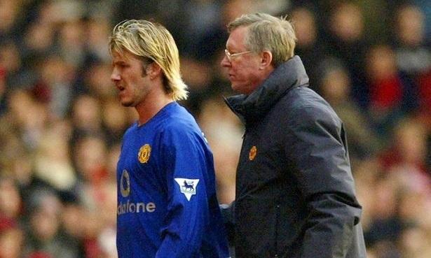 Sau trận thua Arsenal ở Cup FA đầu năm 2003, Beckham phải ngồi dự bị, rồi ra đi vào mùa hè. Ảnh: Reuters.