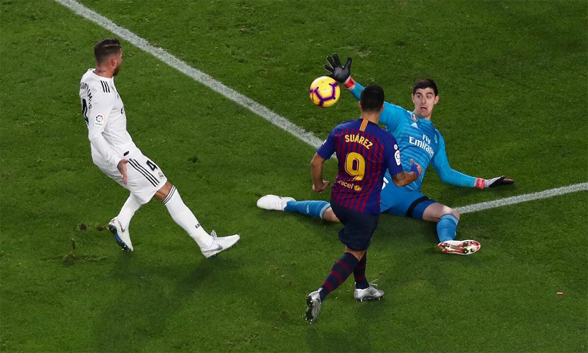 Thất bại 1-5 dưới tay Barca tại Camp Nou ngày 28/10/2018 là một trong những trận cầu đáng quên nhất của Courtois trong năm đầu anh chật vật hoà nhập ở Madrid. Ảnh: Reuters.