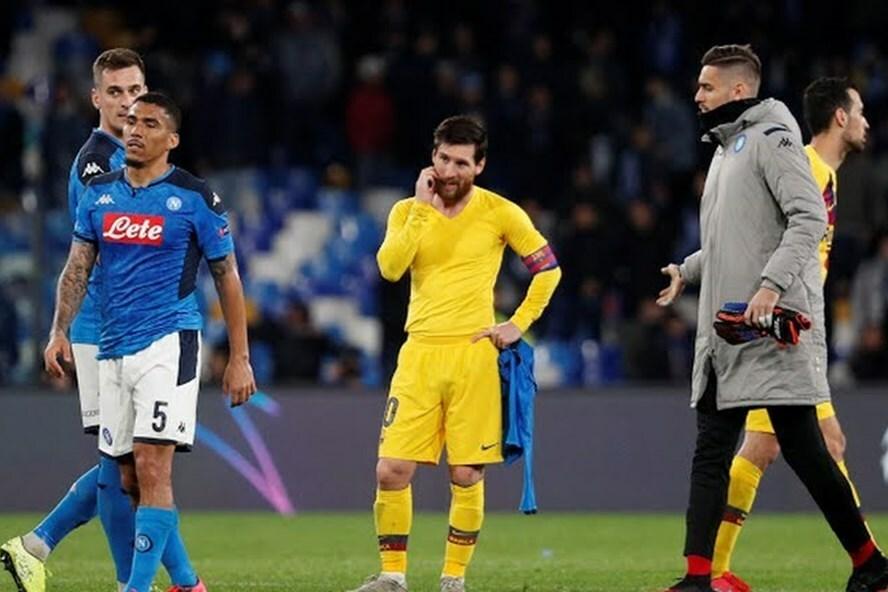 Messi mất hút suốt 90 phút làm khách ở Napoli. Ảnh: Reuters.