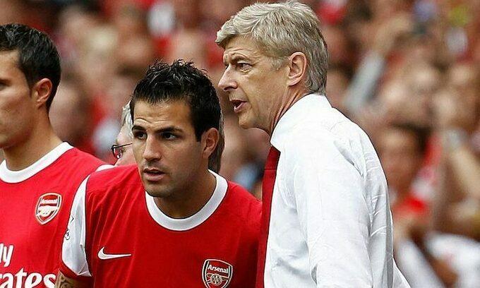 Fabregas (trái) vươn tới đẳng cấp ngôi sao nhờ sự dìu dắt của HLV Wenger. Ảnh: Reuters.