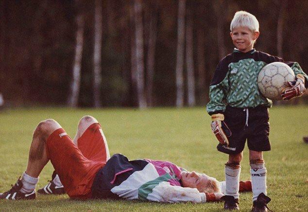 Kasper thừa hưởng tố chất thủ môn của người cha Peter Schmeichel - huyền thoại của Man Utd.