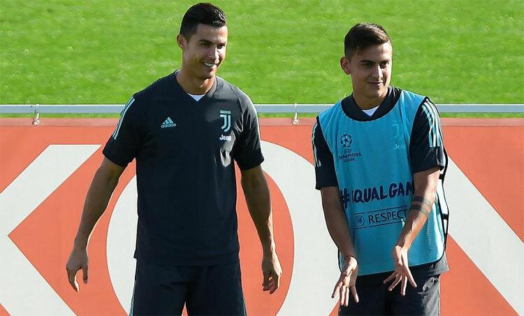 Ronaldo và Dybala chuẩn bịtập trở lại cùng nhau. Ảnh: Reuters.