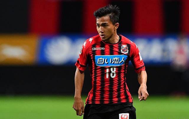 Chỉ cao 1m58 nhưng Chanathip vẫn chơi bóng cực hay nhờ kỹ thuật khéo léo. Ảnh: J-League.