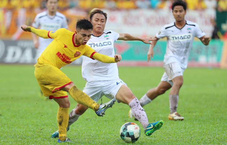 Sau thời gian dài hoãn vì Covid-19, bóng đá Việt Nam trở lại bằng giải Cup Quốc gia.