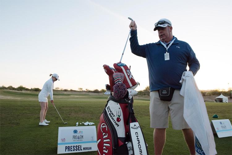 Quy chế mở về việc sử dụng caddie khiến những người như Killeen lo lắng. Ảnh: Golf Digest.