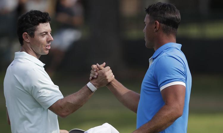 Sự hiện diện của những golfer siêu sao như McIlroy (trái), Koepka (phải) khiến tính cạnh tranh củaCharles Schwab Challenge tăng rất cao năm nay. Ảnh: AP.