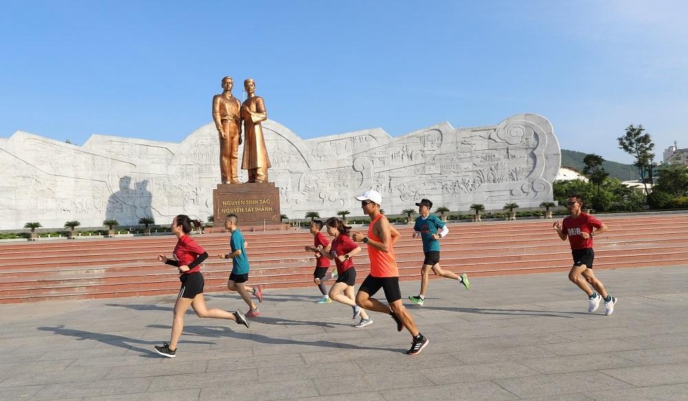 Điểm xuất phát và vạch đích VnExpress Marathon Quy Nhơn 2020 dưới chân tượng đài