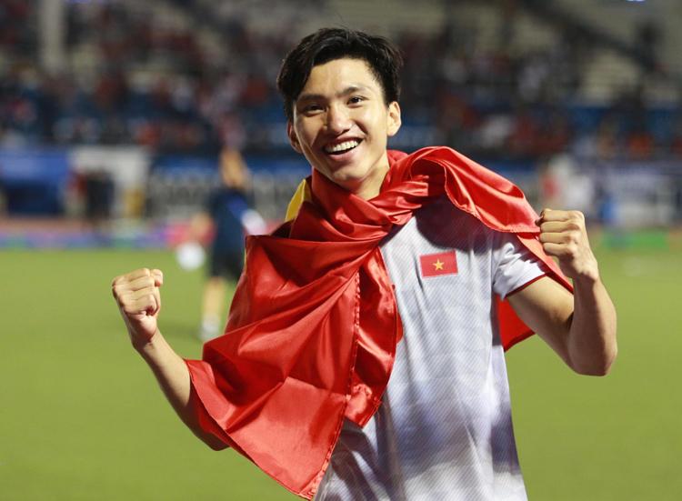 Trong năm 2019, Đoàn Văn Hậu cùng U22 Việt Nam giành HC vàng SEA Games và cùng tuyển quốc gia dẫn đầu bảng G vòng loại thứ hai World Cup 2022. Ảnh: Lâm Thoả