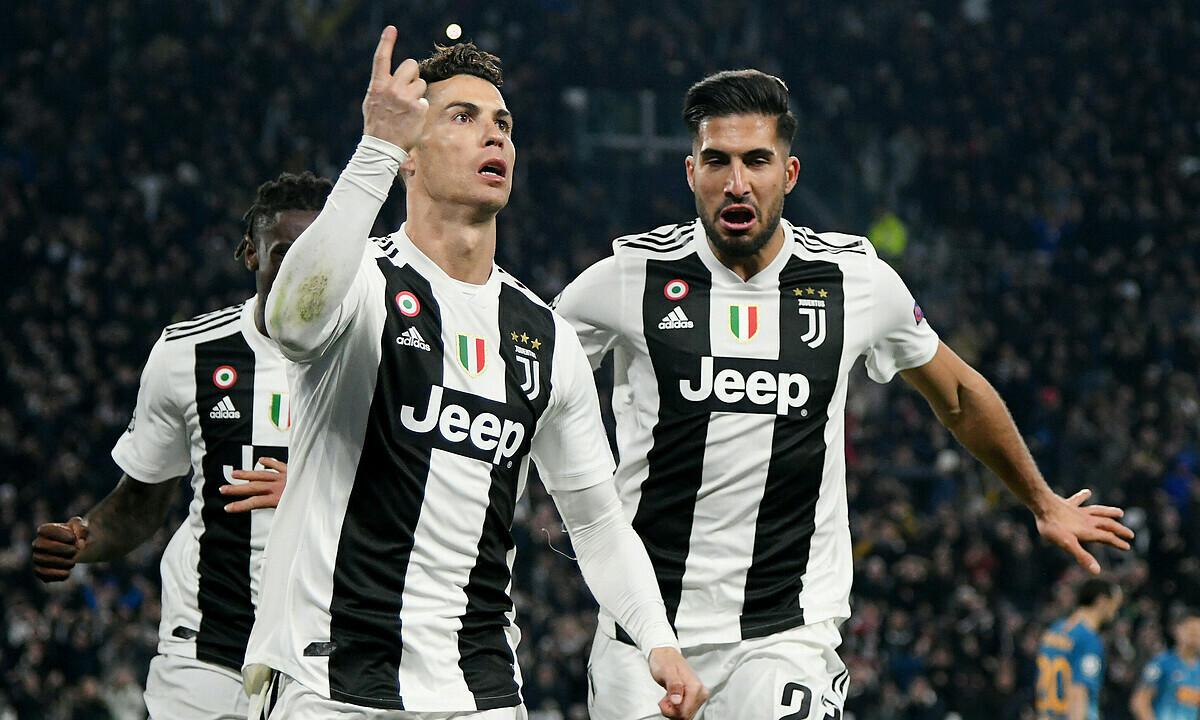 Emre Can (phải) nể phục ý chí chiến thắng của Ronaldo. Ảnh: Reuters.