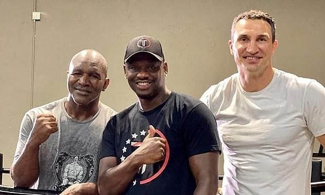 Từ trái sang phải: Holyfield, Tarver, Klitschko. Ảnh: Instagram.