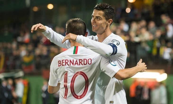 Ronaldo và Bernardo Silva là hai ngôi sao quan trọng bậc nhất của đội tuyển Bồ Đào Nha. Ảnh: Reuters.