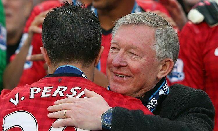 Dù chỉ làm việc chung một năm, Van Persie đánh giá rất cao Alex Ferguson. Ảnh: Reuters.
