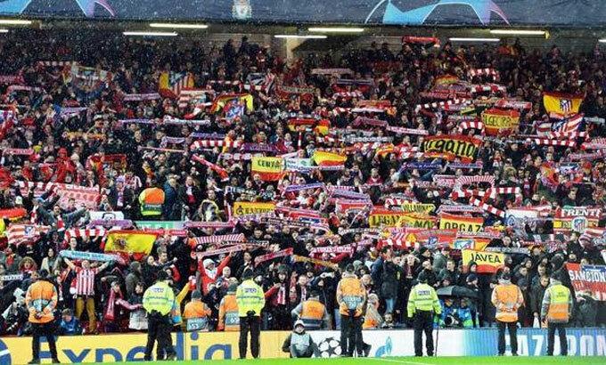 Rất đông CĐV đến từ Madrid chứng kiến Atletico thắng ngượcLiverpool 3-2 trong trận lượt về. Ảnh: EFE.