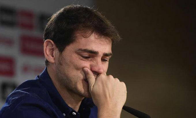 Casillas cô đơn, lặng lẽ chia tay Real năm 2015. Ảnh: Marca.