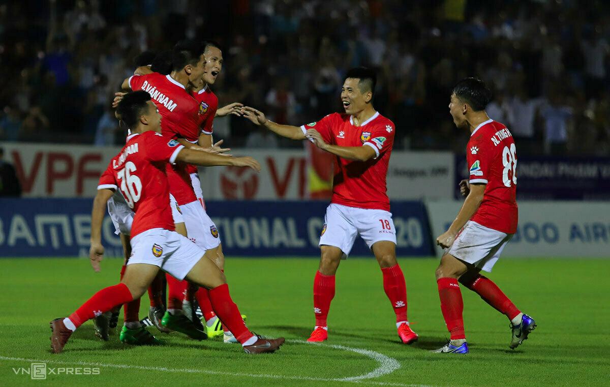 Cầu thủ Hà Tĩnh ăn mừng bàn ấn định tỷ số 2-1. Ảnh: Đức Hùng
