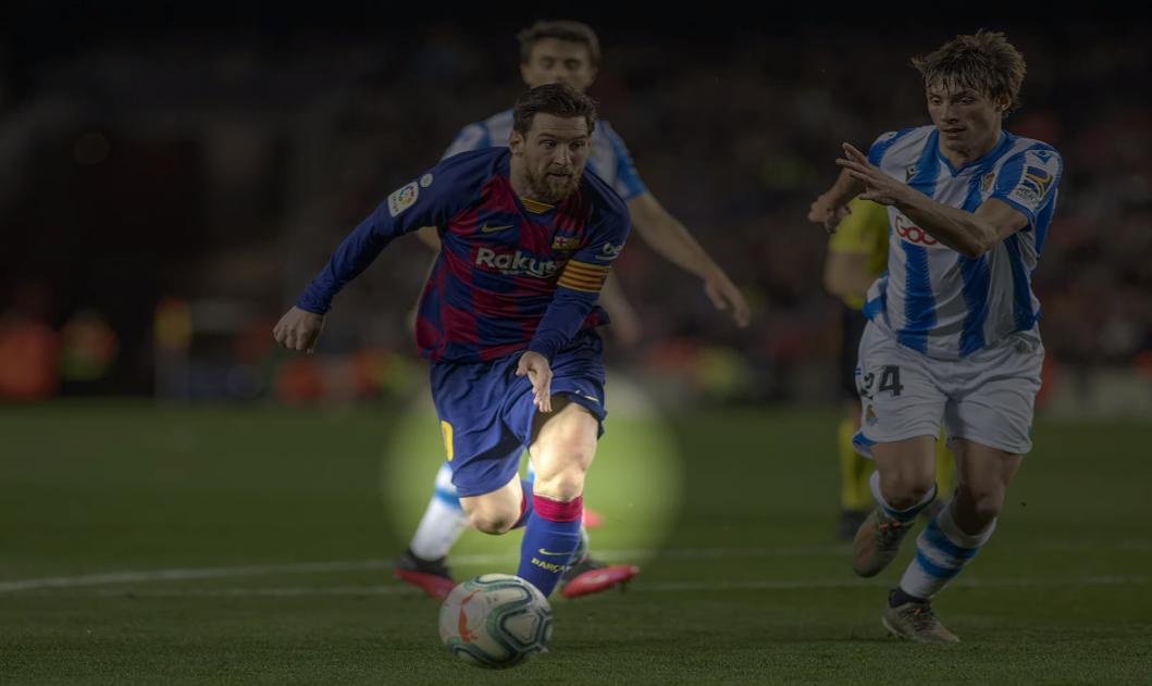 Cơ đùi Messi không quá nổi bật, nhưng anh vẫn chịu đựng được những pha va chạm mạnh từ đối thủ.
