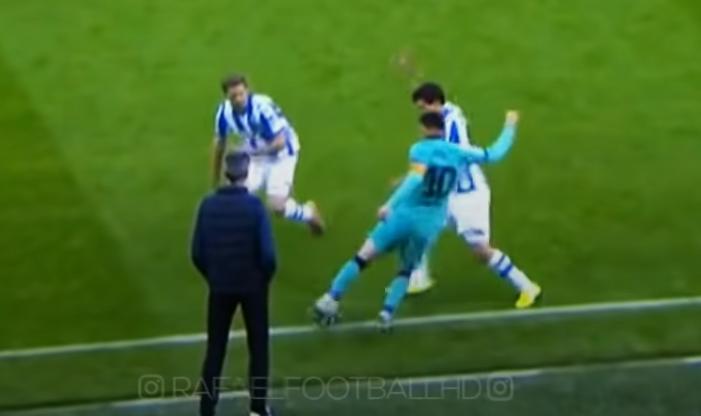 Trong tình huống này, Messi vừa xoay người. Anh dùng mũi chân phải làm trụ, chân trái đẩy bóng ra sau đối thủ ập vào.