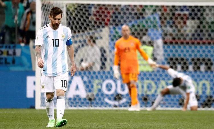 Messi chưa thành công với đội tuyển như huyền thoại Maradona. Ảnh: Reuters.