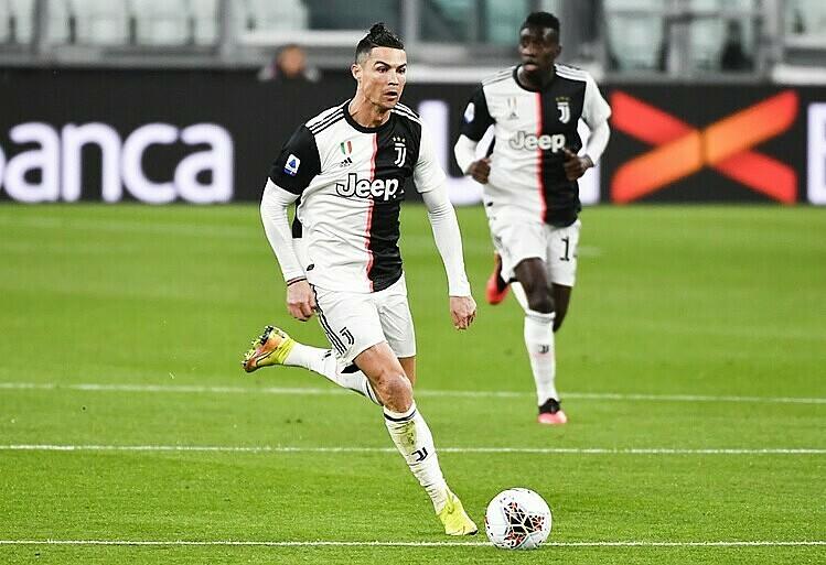 Juventus có nguy cơ bị loại khi thua Lyon 0-1 ở lượt đi vòng 1/8 Champions League. Ảnh: AP.